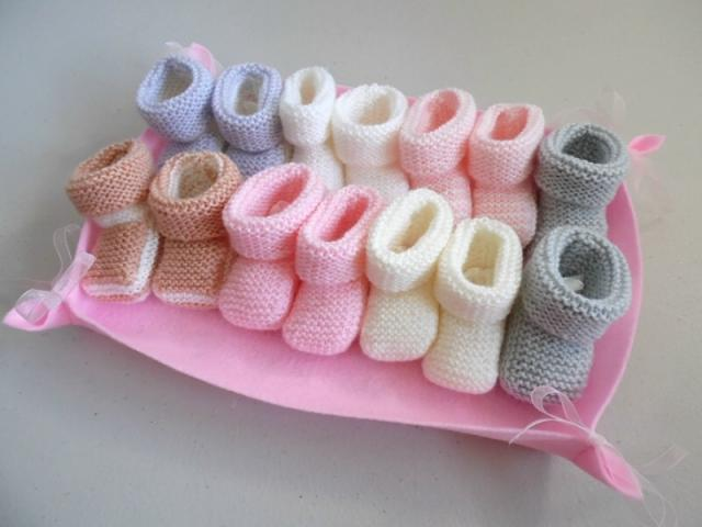 photo de Semainier de chaussons bébé tricot laine fait main layette